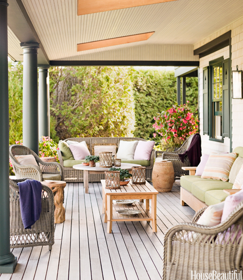 10 porch decorating ideas summer porch design tips for Apartment porch decorating ideas