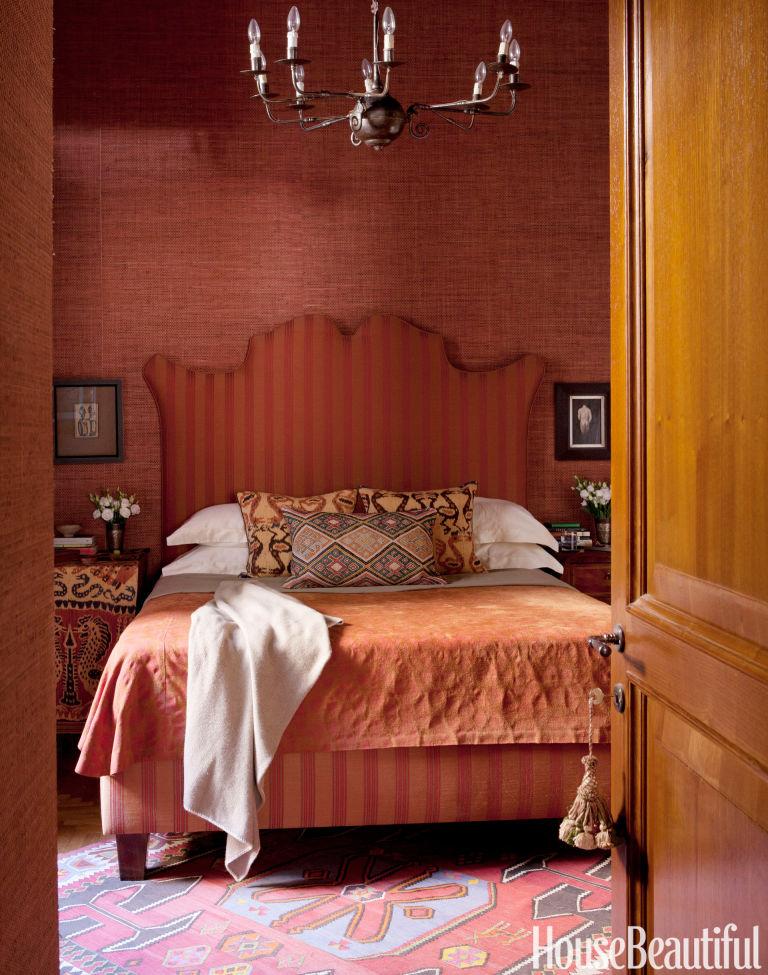 bedroom decor colors marsala color rooms marsala pantone color of the year 2015 10377 | 54c49bac17118 01 hbx rust red bedroom 1013 de 94781525