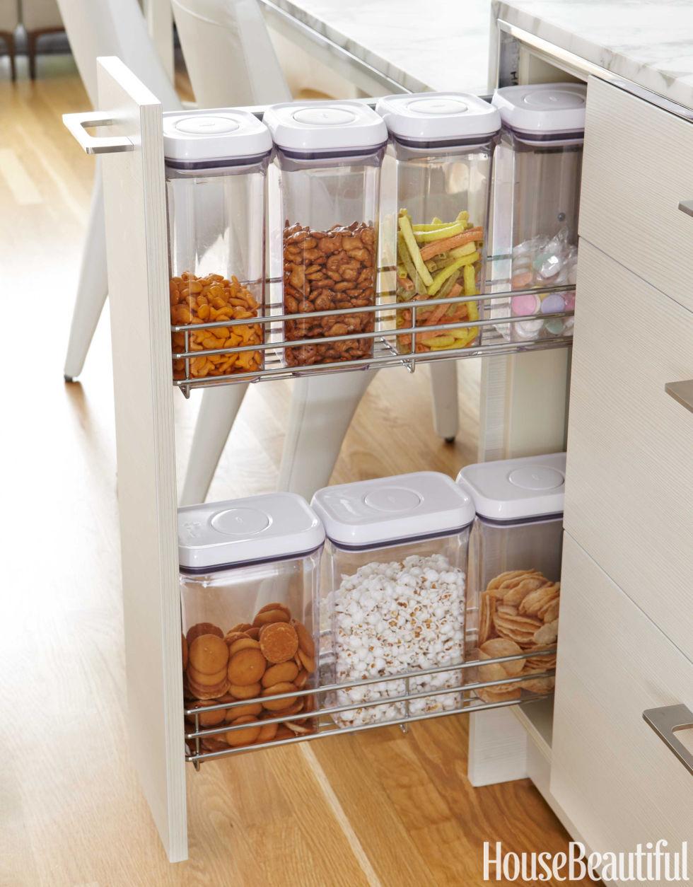 54c1787d4d8e0 05 hbx pull out snack drawers 0215 de 8 Maneiras Rápidas de Organizar sua Cozinha