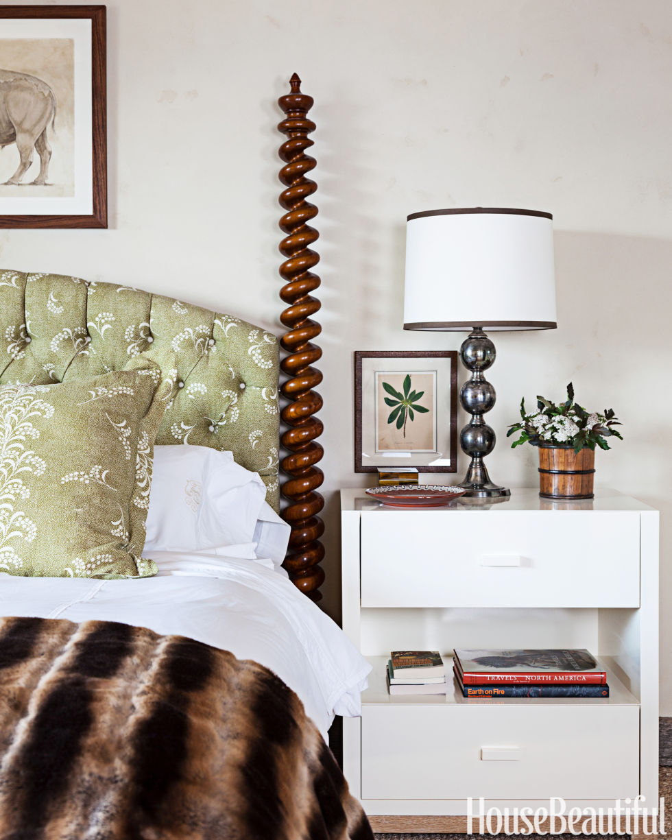 bedside table tips - how to choose a nightstand