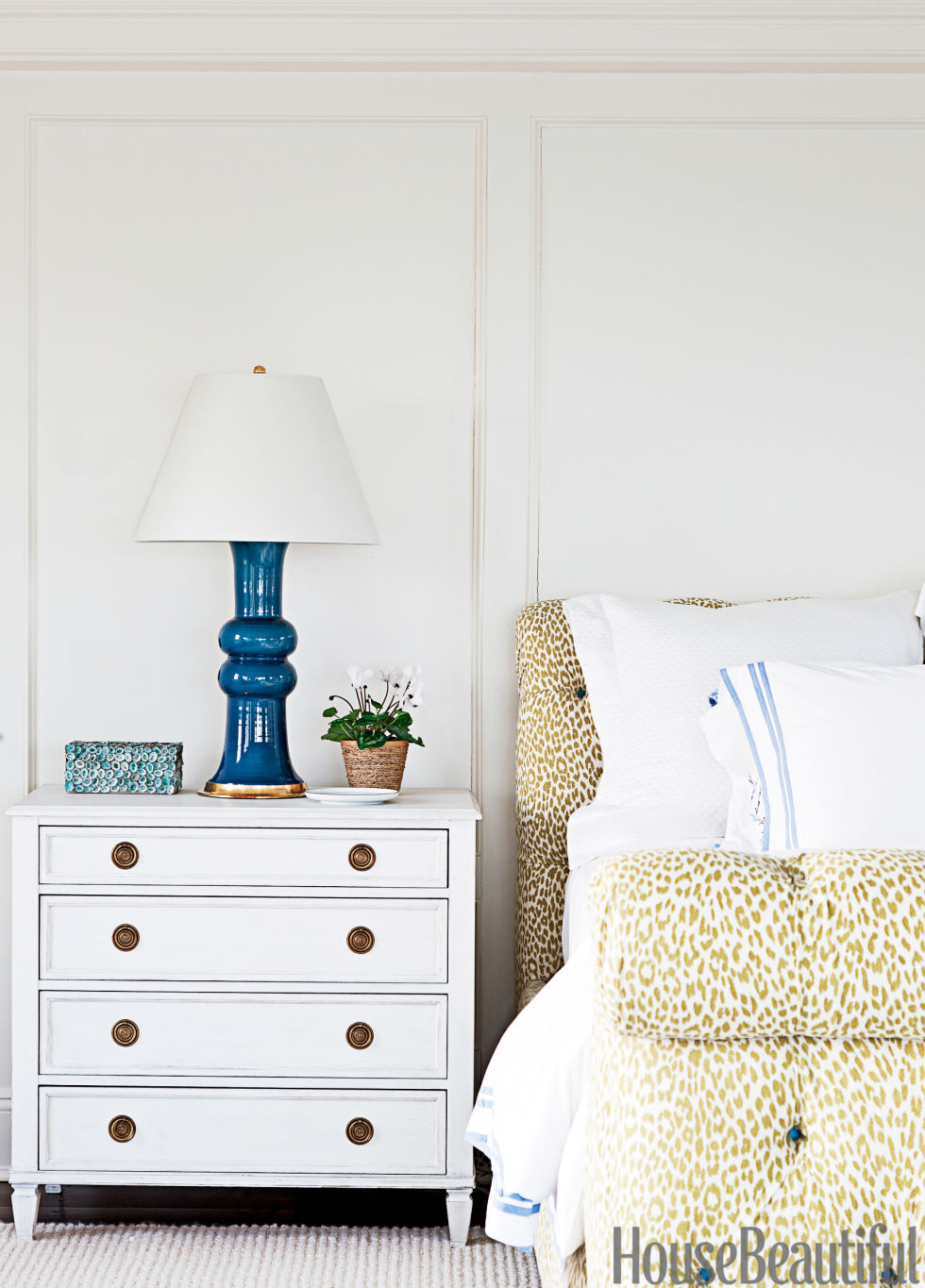 Bedside table tips how to choose a nightstand How tall is a nightstand