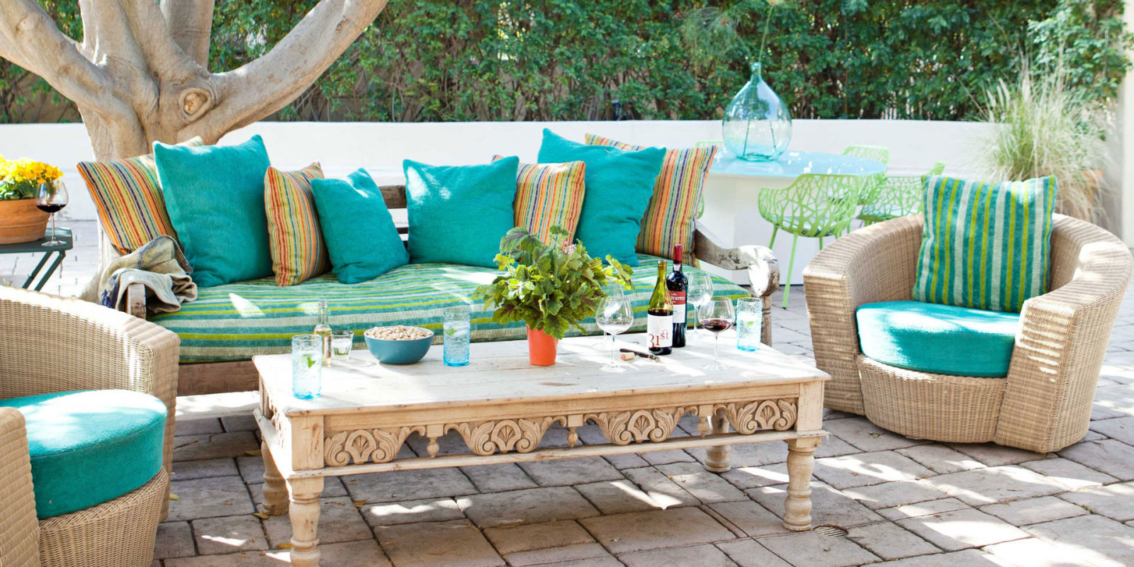 50 patio and outdoor room design ideas and photos for Patio table centerpiece ideas