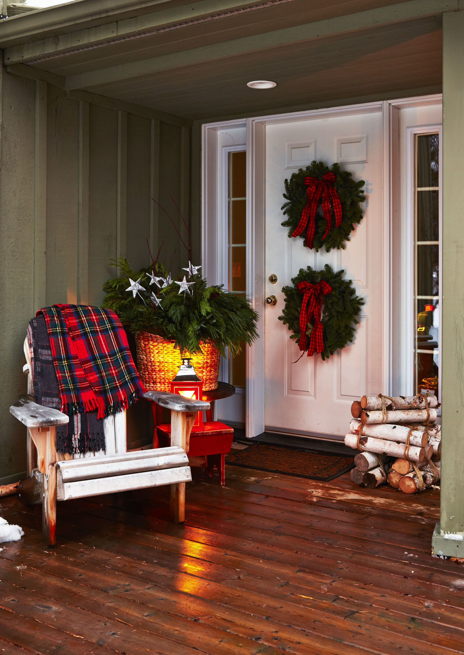 25 Best Outdoor Christmas Decorations - Christmas Yard ... on Patio Decor Ideas id=39463